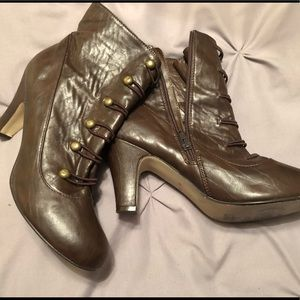 Brown Gold Button Boots